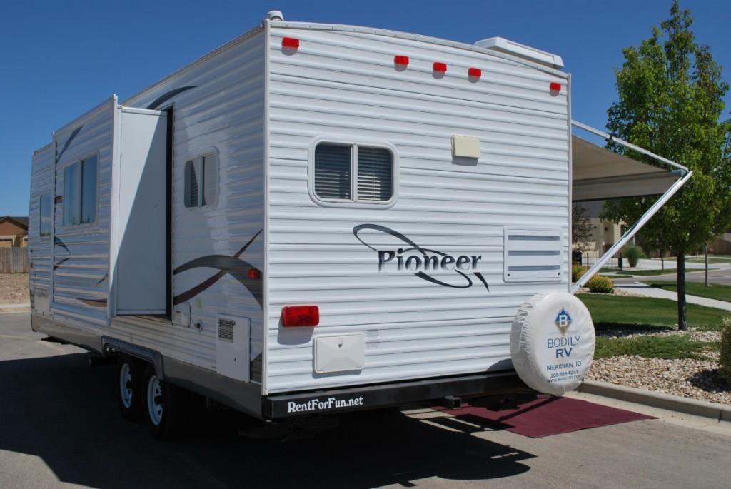 26' Fleetwood Pioneer Kuna Idaho Travel Trailer Rental Exterior 3
