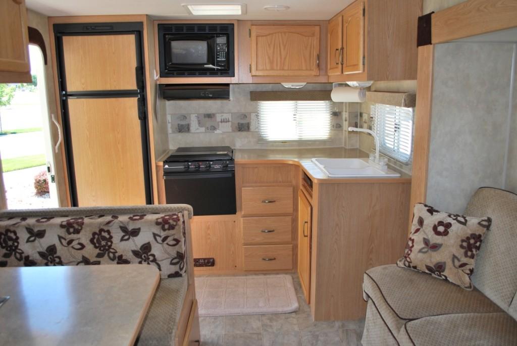 26' Fleetwood Pioneer Kuna Idaho Travel Trailer Rental Interior 1