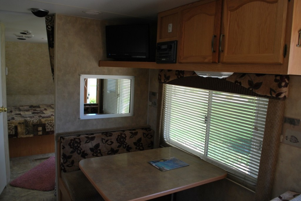 26' Fleetwood Pioneer Kuna Idaho Travel Trailer Rental Interior 5