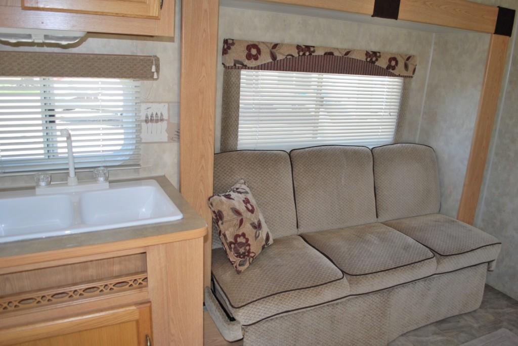 26' Fleetwood Pioneer Kuna Idaho Travel Trailer Rental Interior 2