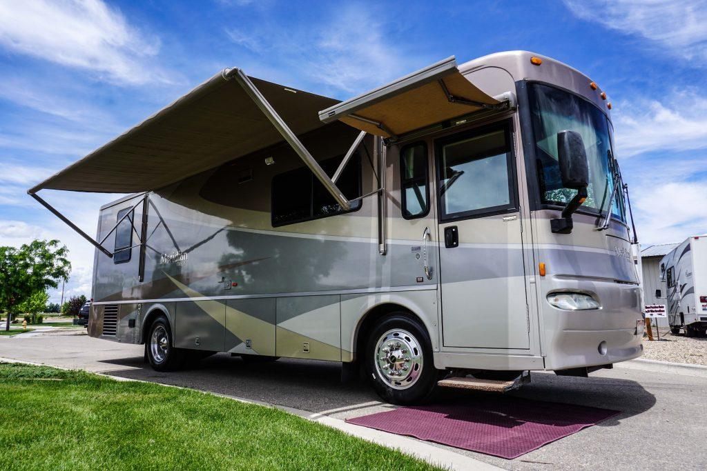 32-Itasca-Meridian-Luxury-RV-Rental-1