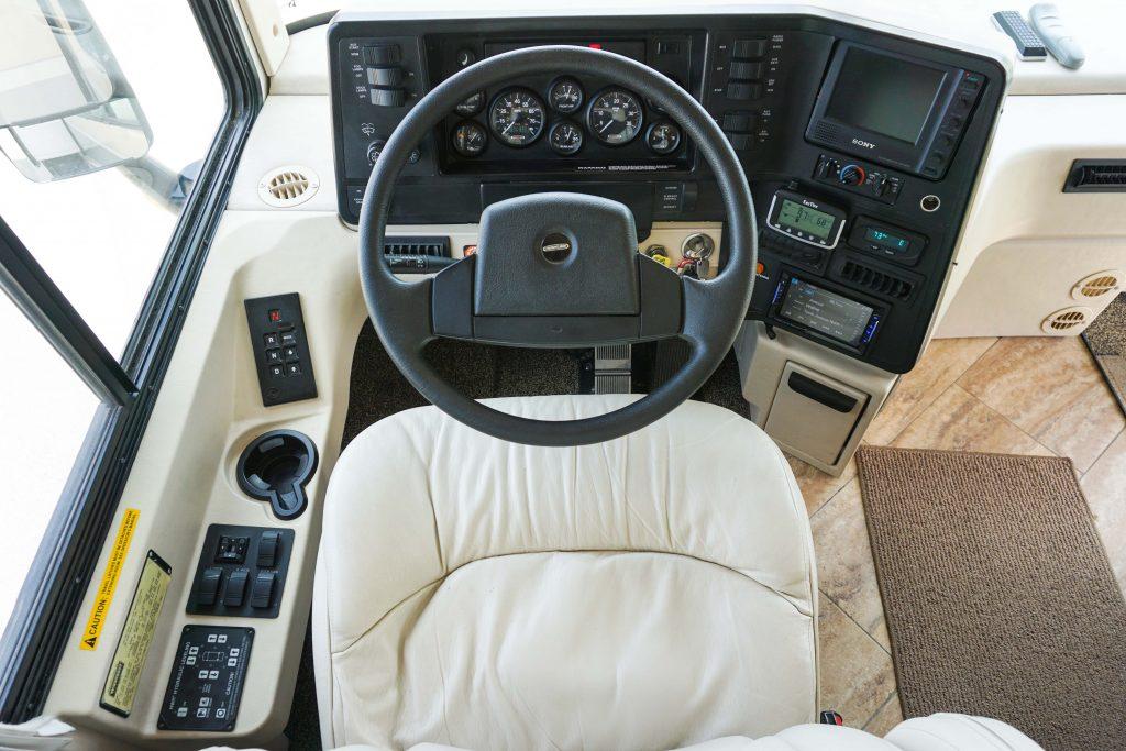 32-Itasca-Meridian-Luxury-RV-Rental-14