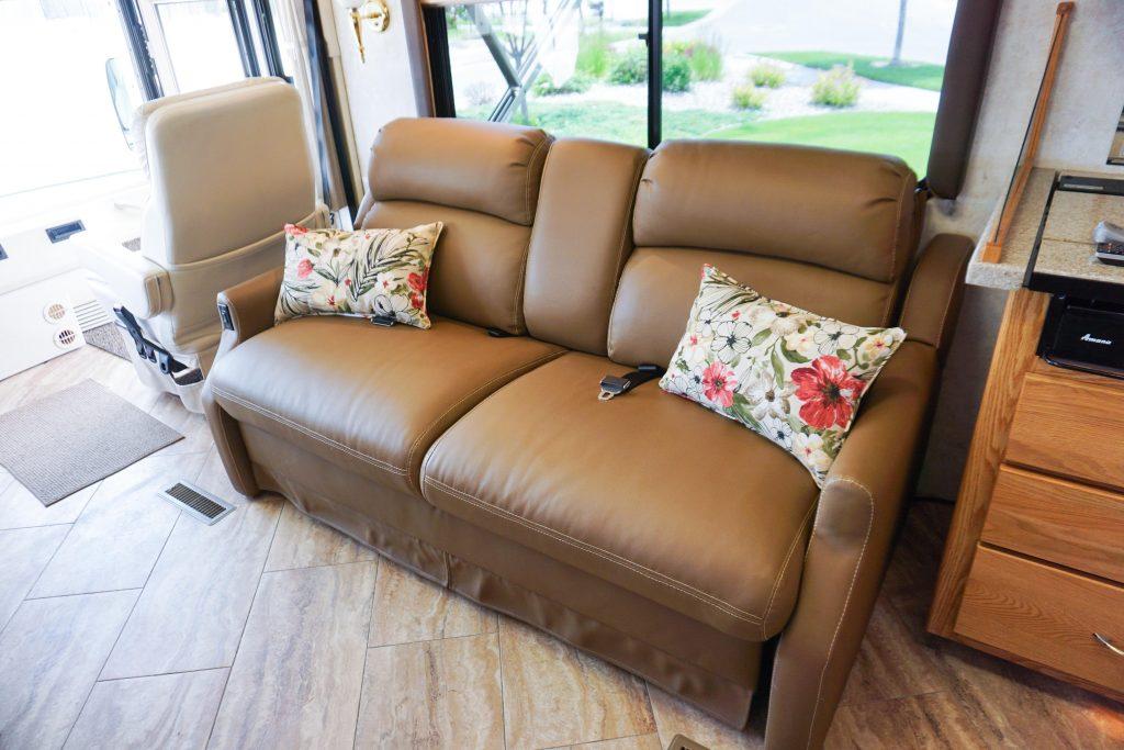 32-Itasca-Meridian-Luxury-RV-Rental-22