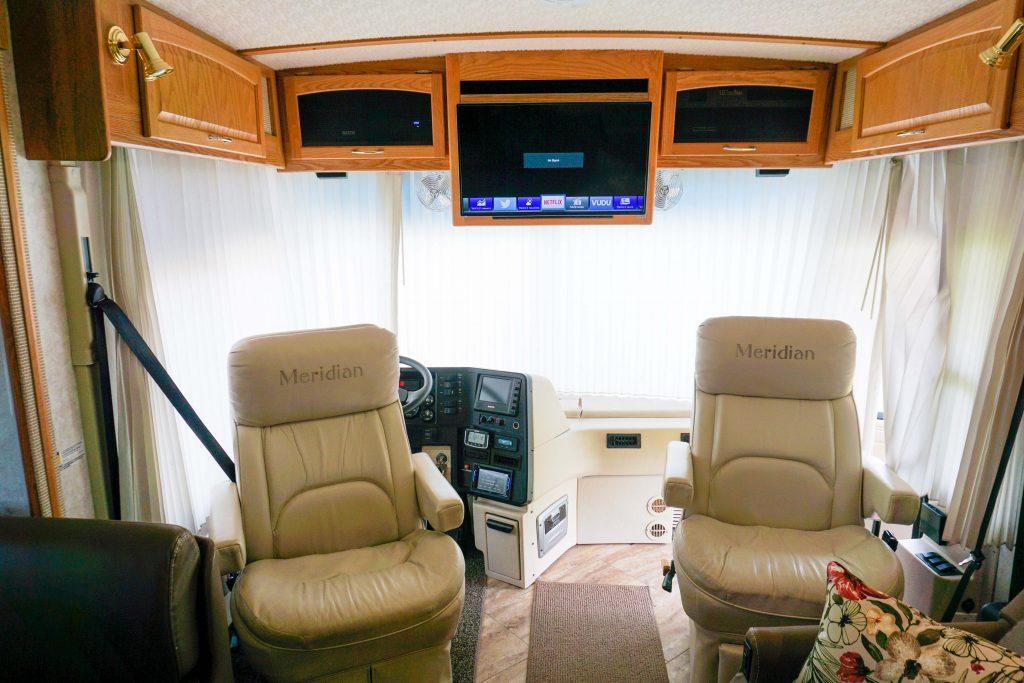 32-Itasca-Meridian-Luxury-RV-Rental-25