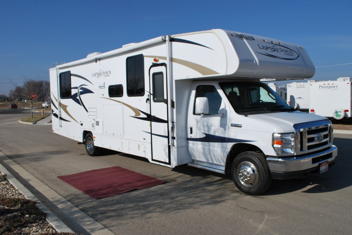 32′ Coachmen Leprechaun Class C Luxury RV Rental with Satellite HDTV