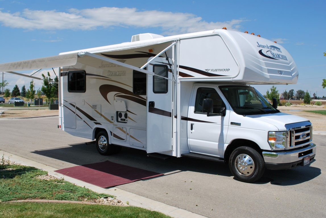 Compact Fleetwood Jamboree 25 Class C Rv Rental