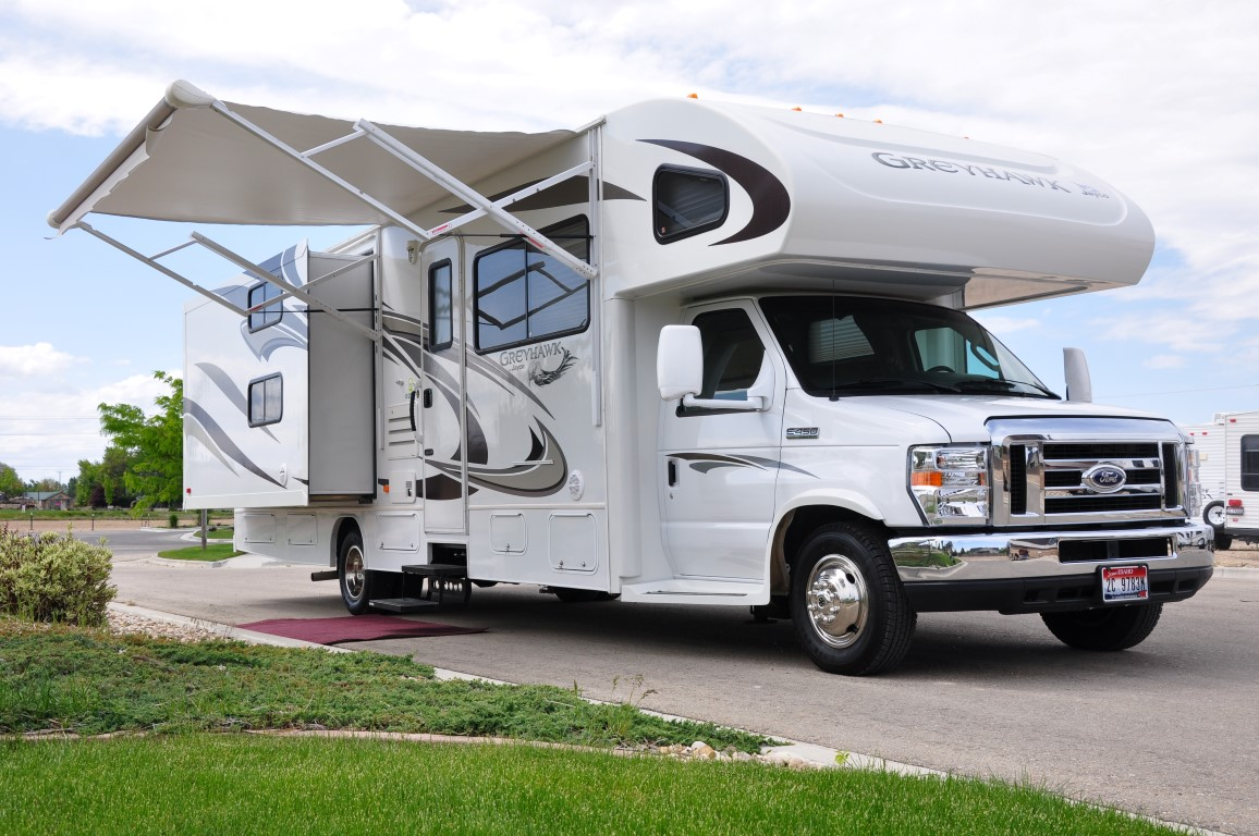 Jayco greyhawk 31 39 class c bunkhouse motorhome rental for Motor homes to rent