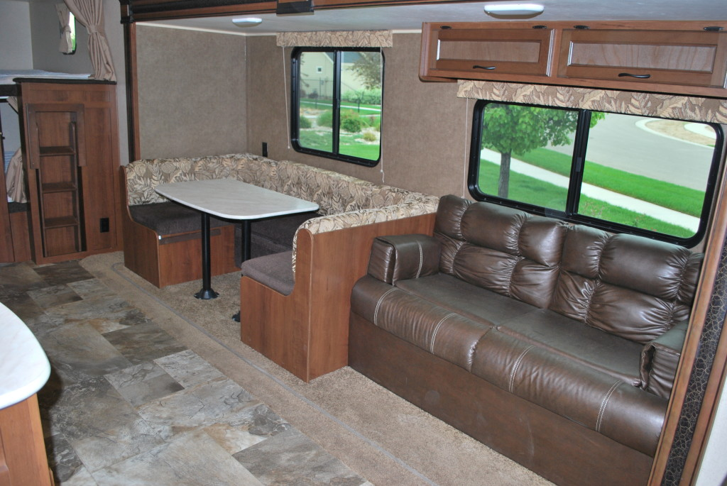 Jayco-Jayflight-287BHSW-Bunk-House-Travel-Trailer-Rental-Int-01