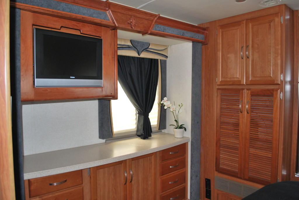 National-Tropi-Cal-Class-A-RV-Rental-Int-13