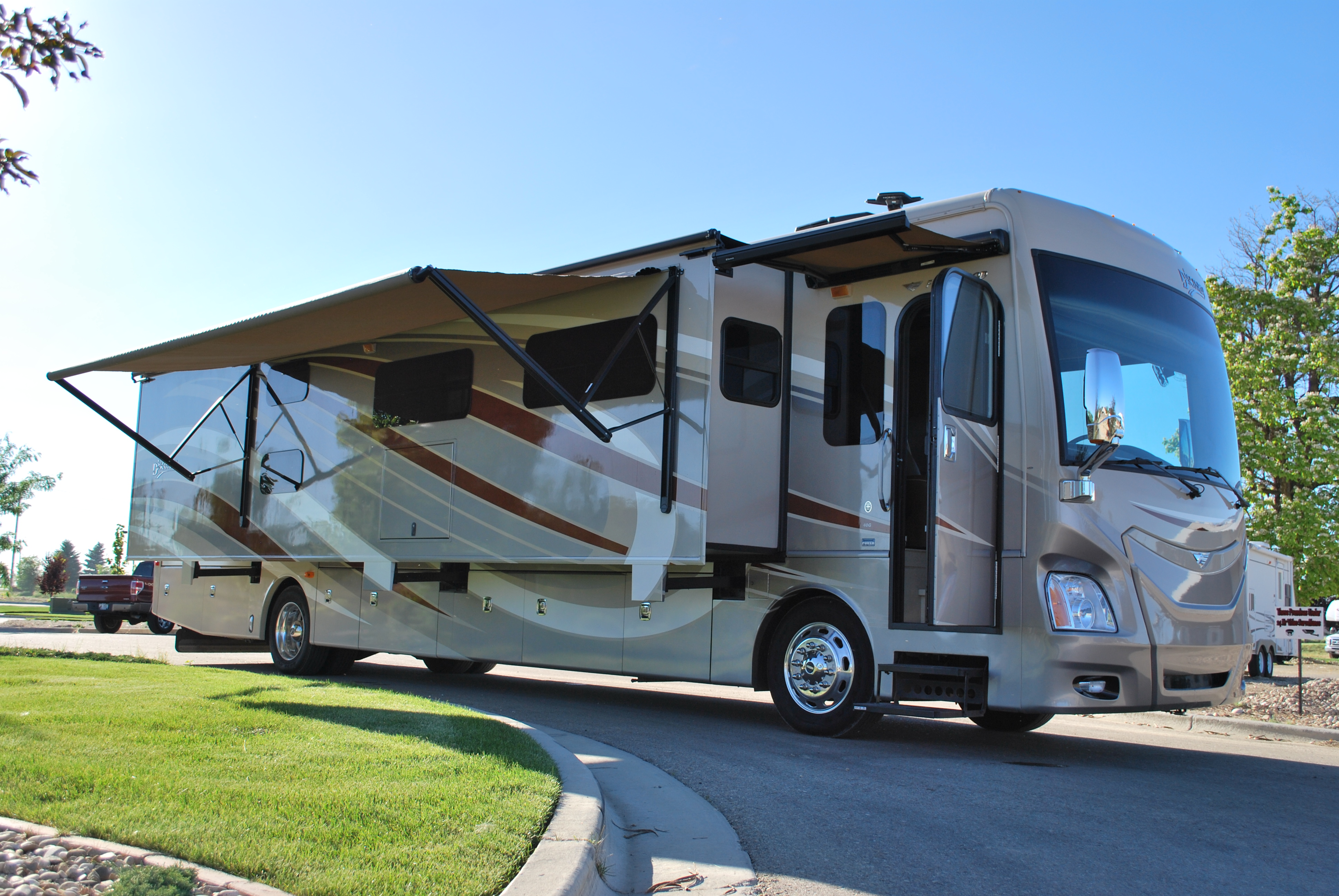 Luxury rv exterior - 40 Fleetwood Discovery Luxury Class A Bunk House Motorhome Rental