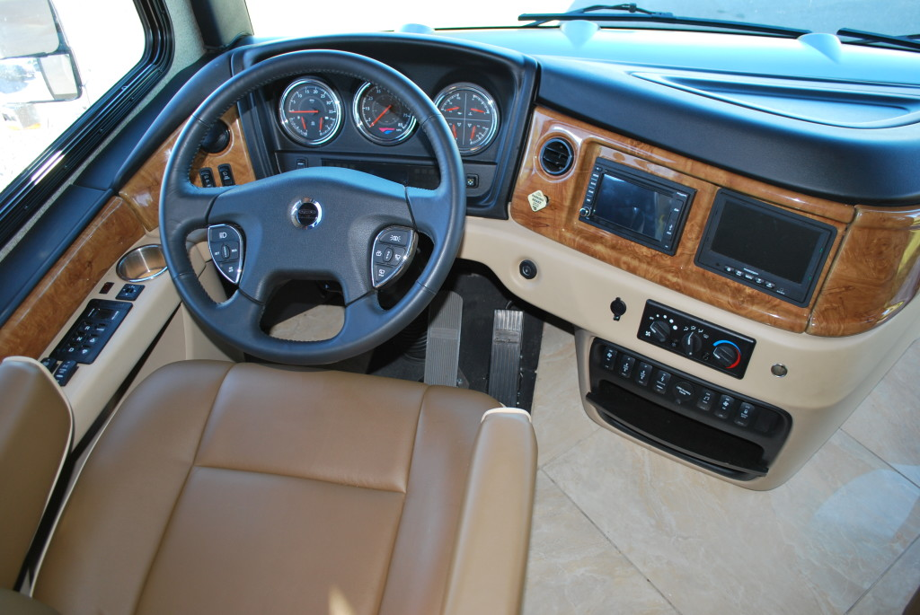 Fleetwood-Discovery-Interior-003