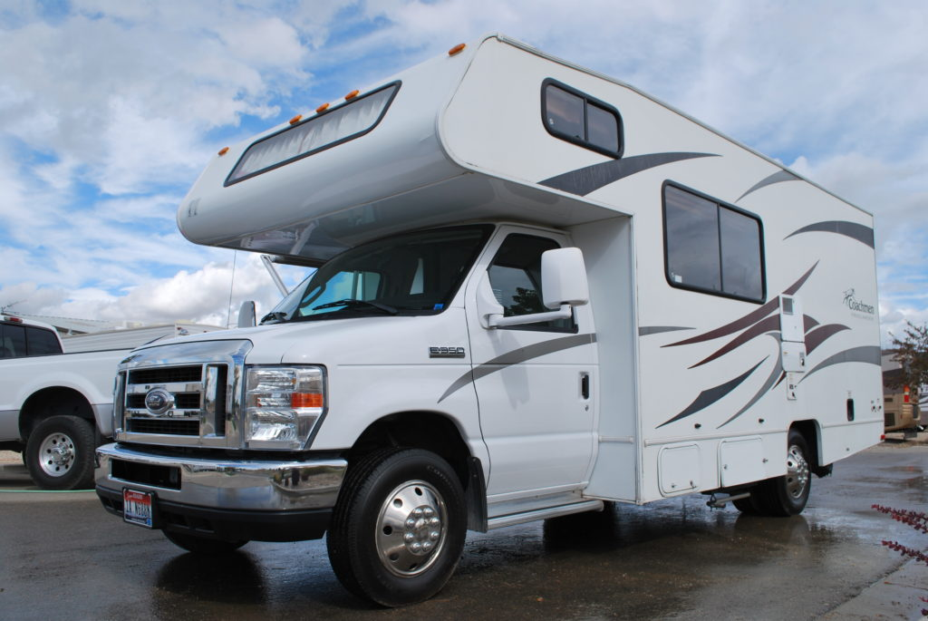 21-coachman-freelander-rv-rental-boise-ext-04