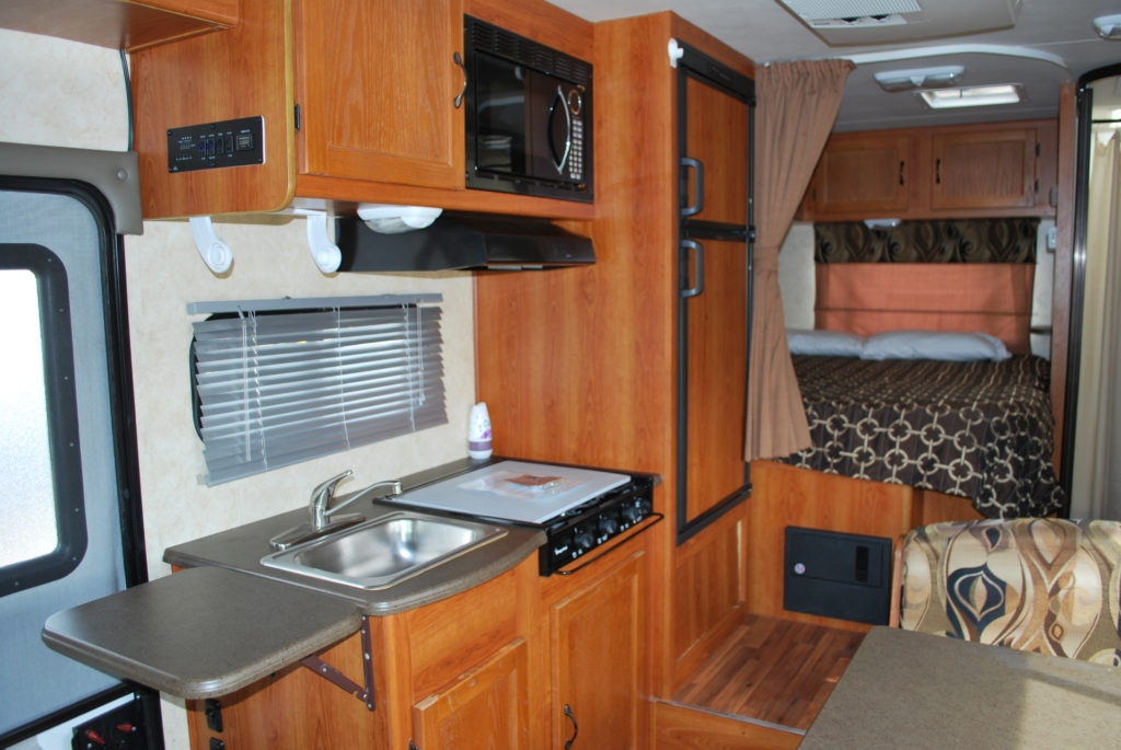 21-coachman-freelander-rv-rental-boise-int-02