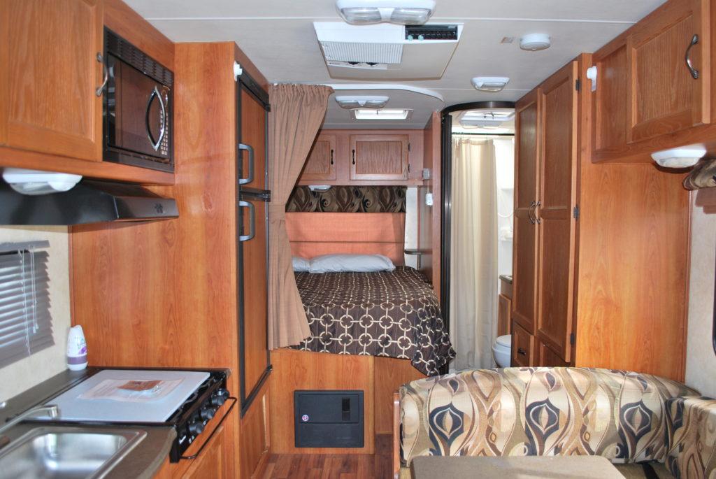 21-coachman-freelander-rv-rental-boise-int-03