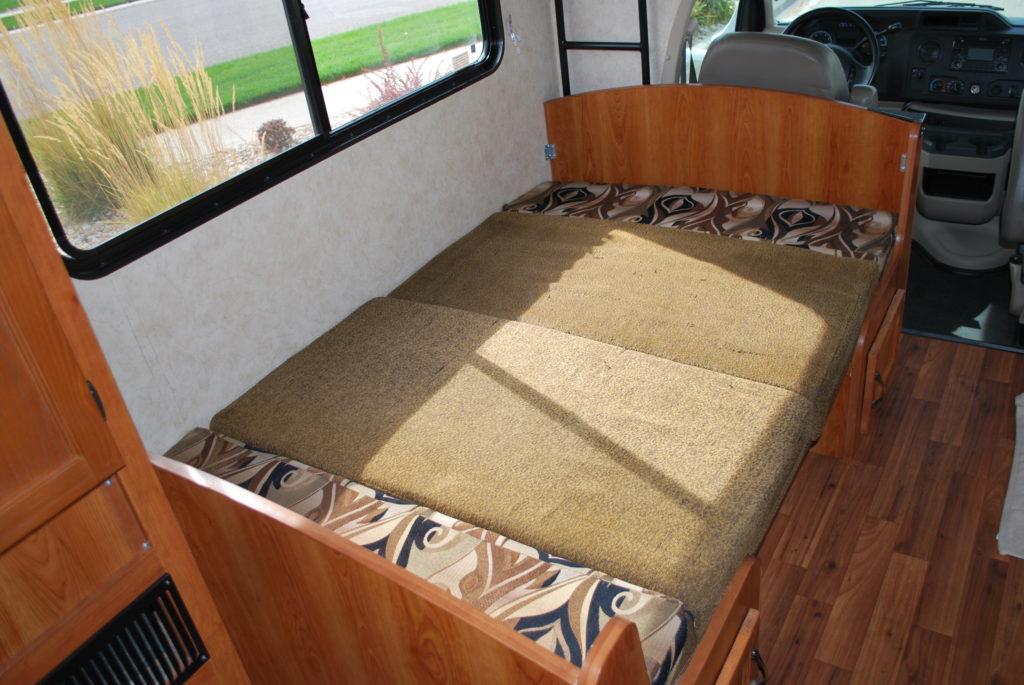 21-coachman-freelander-rv-rental-boise-int-08
