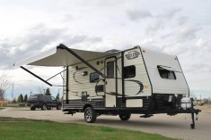 17-Thor-Viking-Ultra-Lite-Travel-Trailer-Rental-Ext-01