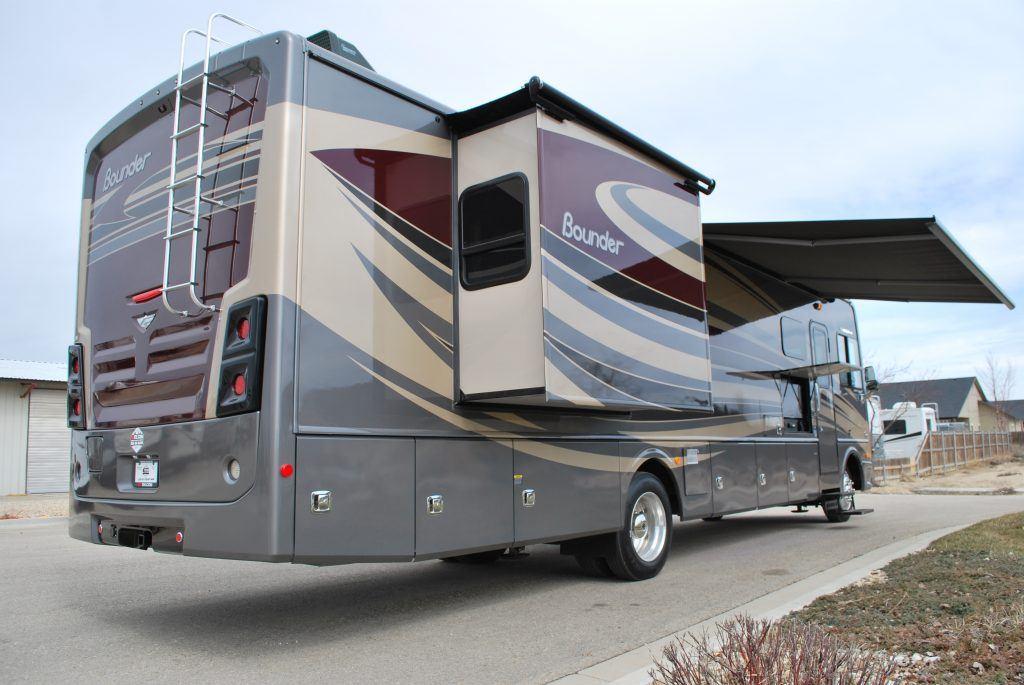 35' Fleetwood Bounder Luxury Class A RV Rental