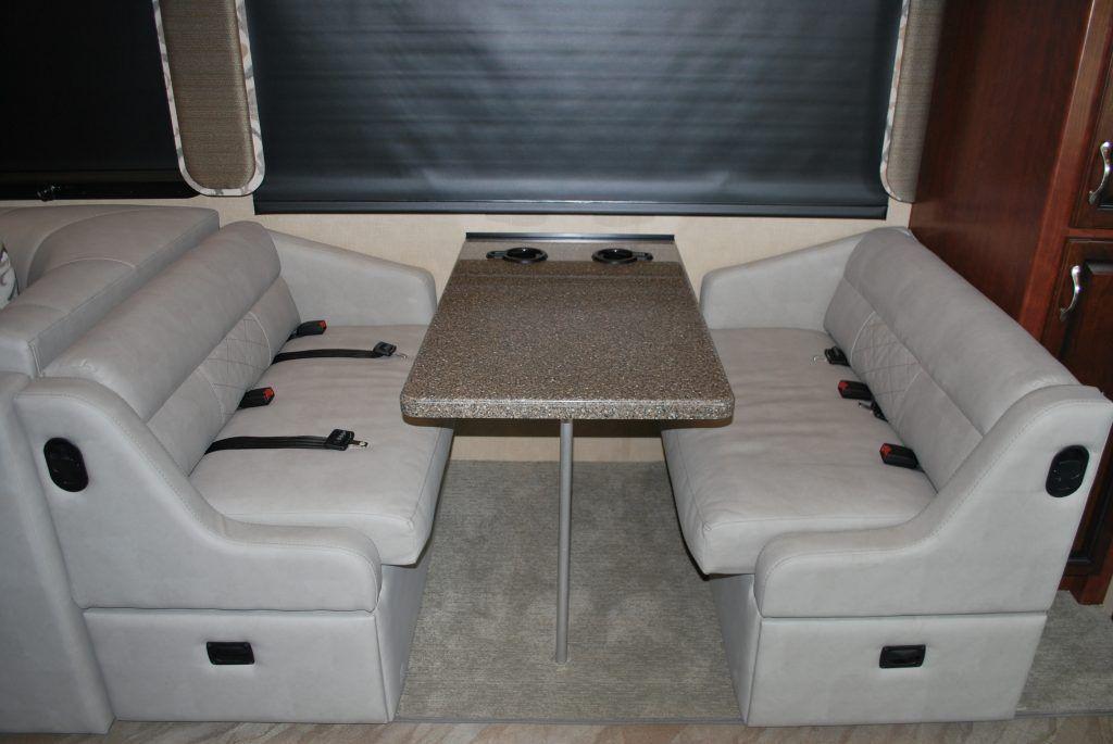 35-Fleetwood-Bounder-35K-Luxury-RV-Rental-Int-02