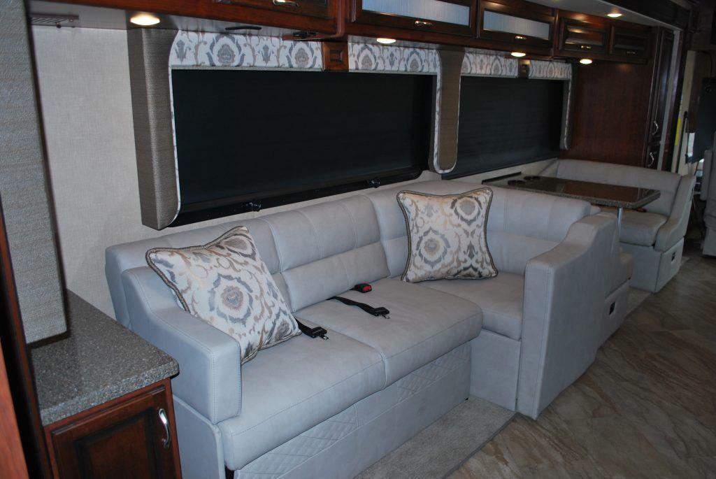 35-Fleetwood-Bounder-35K-Luxury-RV-Rental-Int-03