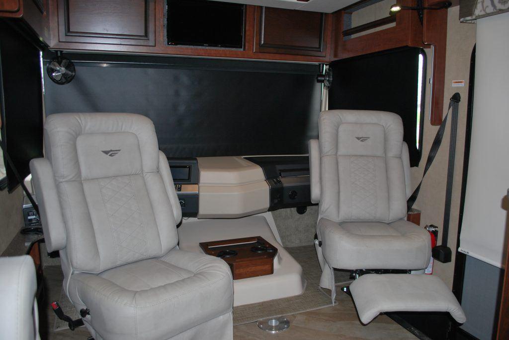 35-Fleetwood-Bounder-35K-Luxury-RV-Rental-Int-04