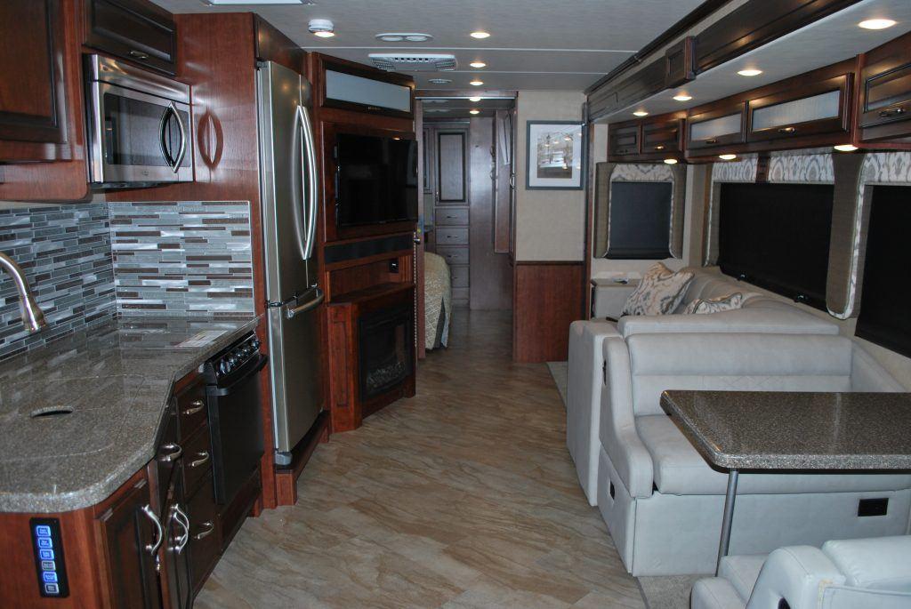 35-Fleetwood-Bounder-35K-Luxury-RV-Rental-Int-06