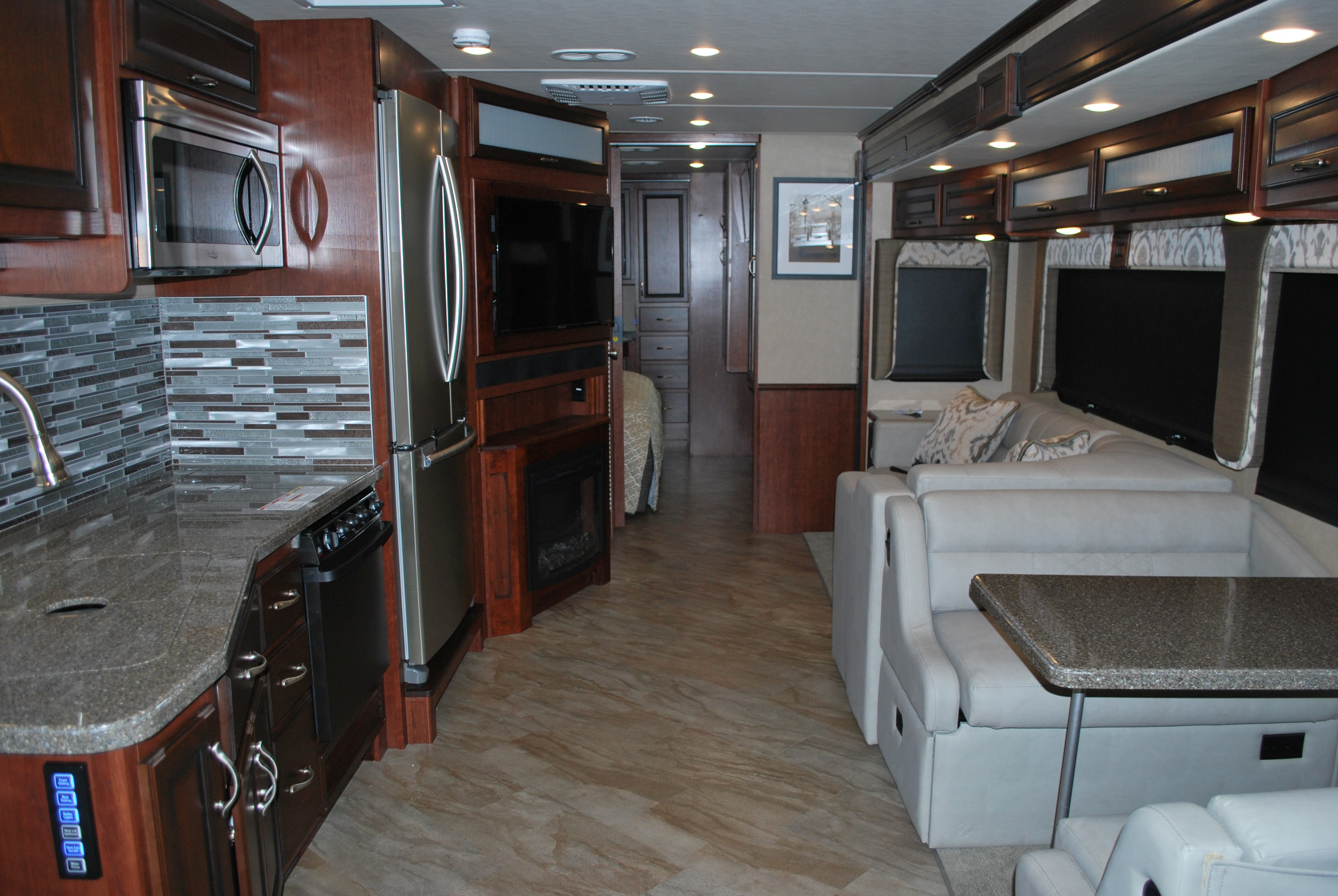 35 Fleetwood Bounder Luxury Class A Rv Rental