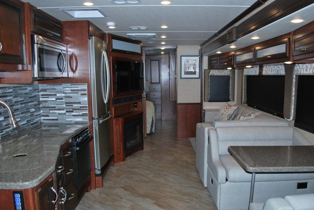 35-Fleetwood-Bounder-35K-Luxury-RV-Rental-Int-07