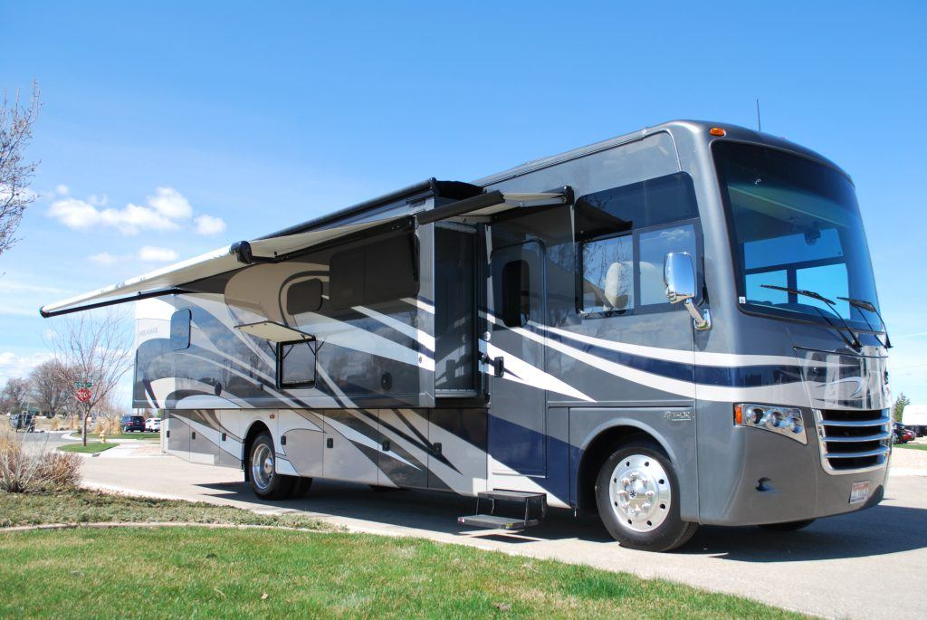 35-Thor-Miramar-Luxury-Class-A-RV-Rental-Ext-01
