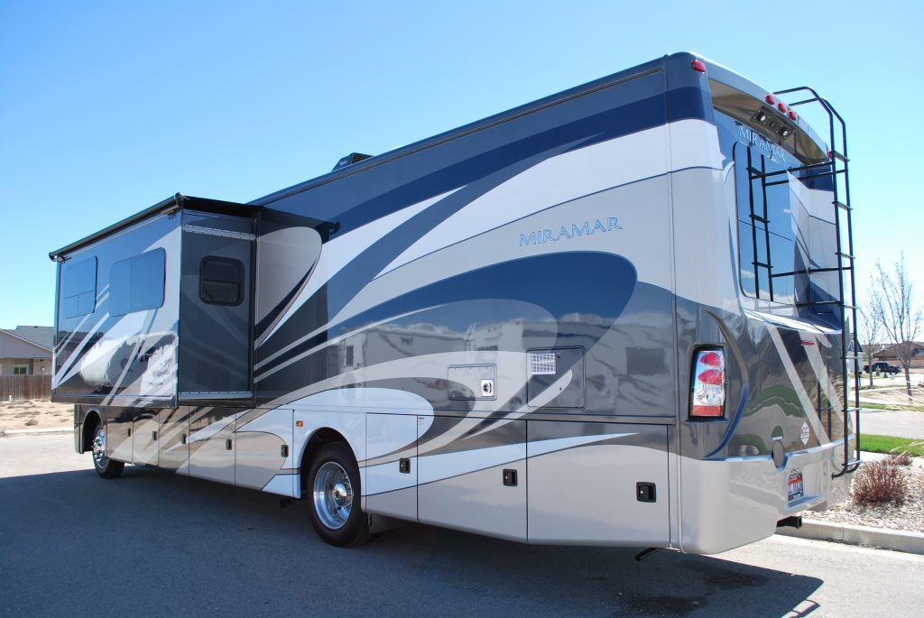 35-Thor-Miramar-Luxury-Class-A-RV-Rental-Ext-03