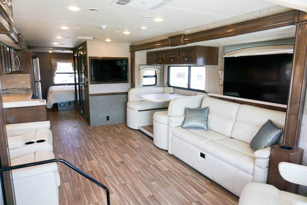 35-Thor-Miramar-Luxury-Class-A-RV-Rental-Int--1