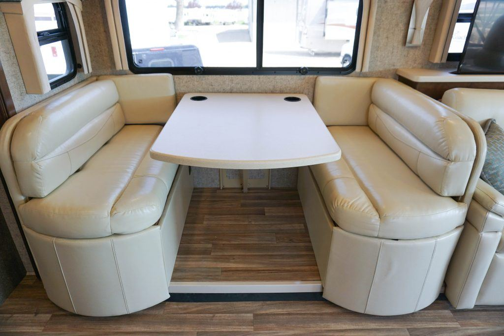 35-Thor-Miramar-Luxury-Class-A-RV-Rental-Int--21