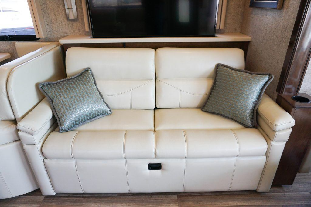35-Thor-Miramar-Luxury-Class-A-RV-Rental-Int--22