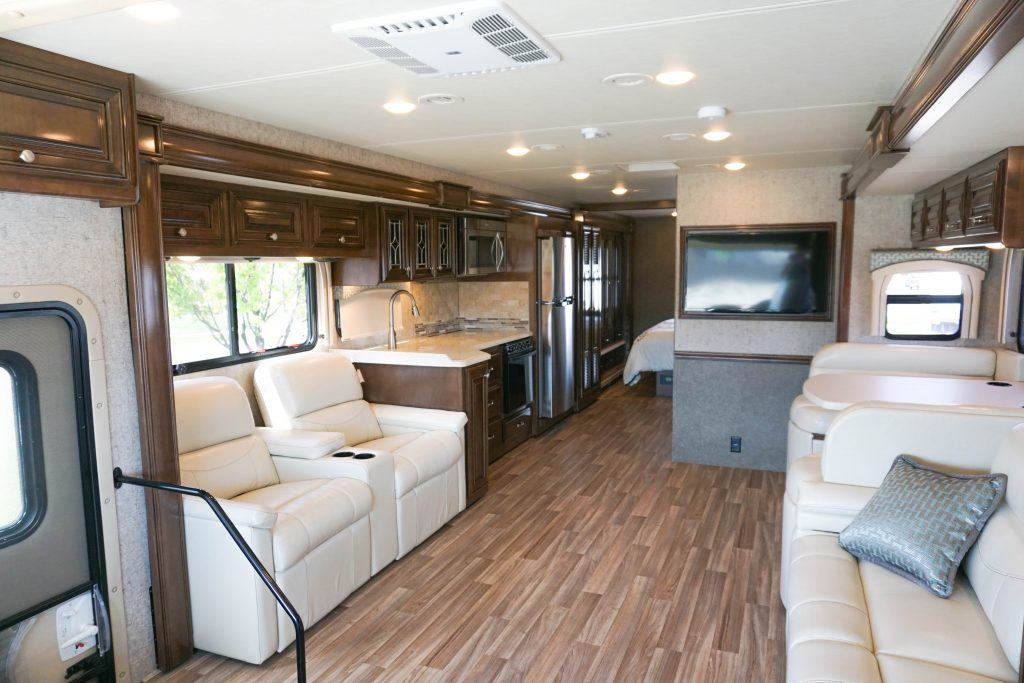 35-Thor-Miramar-Luxury-Class-A-RV-Rental-Int--3