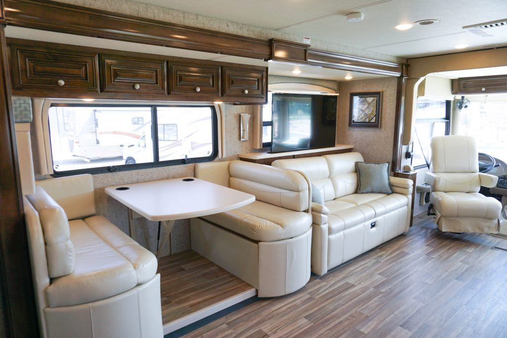 35-Thor-Miramar-Luxury-Class-A-RV-Rental-Int--4
