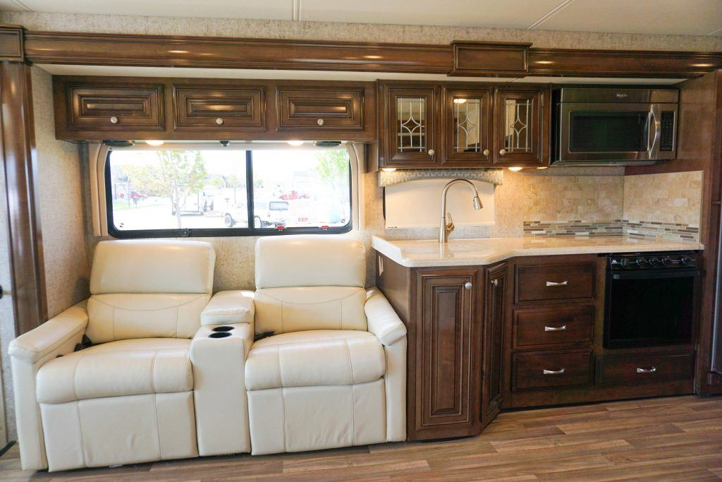 35-Thor-Miramar-Luxury-Class-A-RV-Rental-Int--5