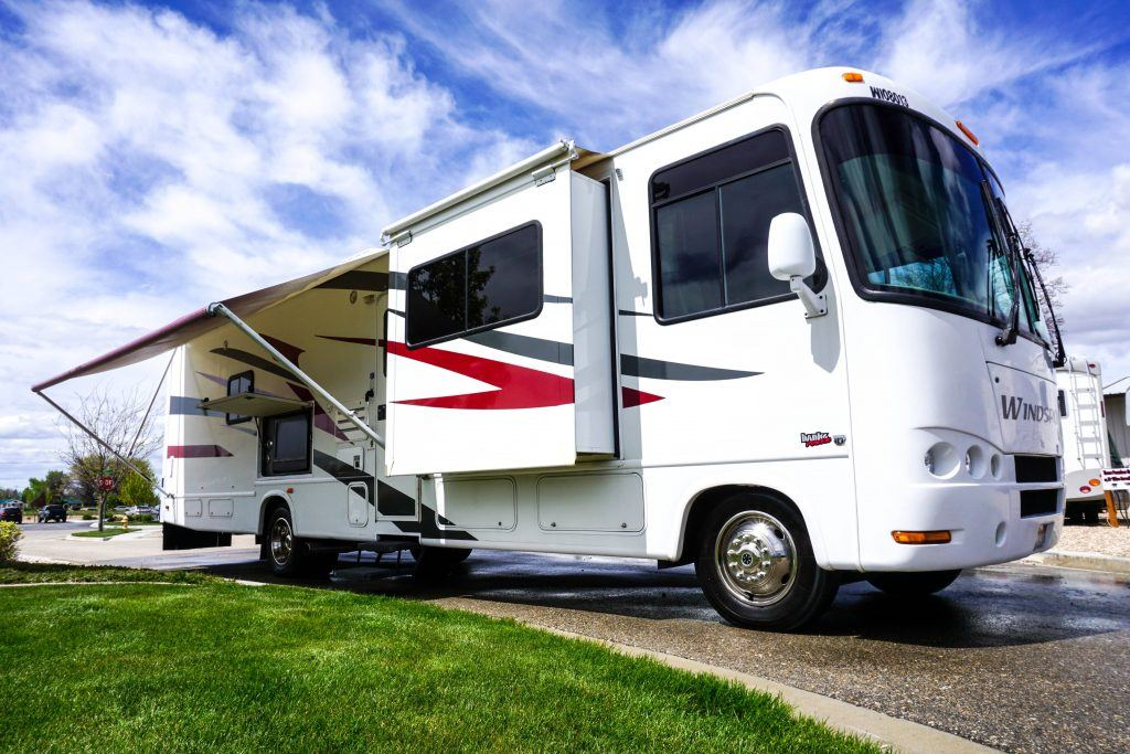 34-Windsport-Toy-Hauler-Class-A-RV-Rental-Ext-01