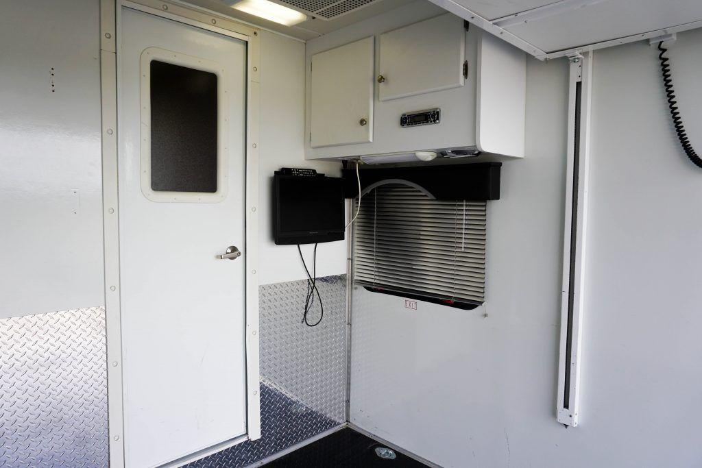 34-Windsport-Toy-Hauler-Class-A-RV-Rental-Ext-015