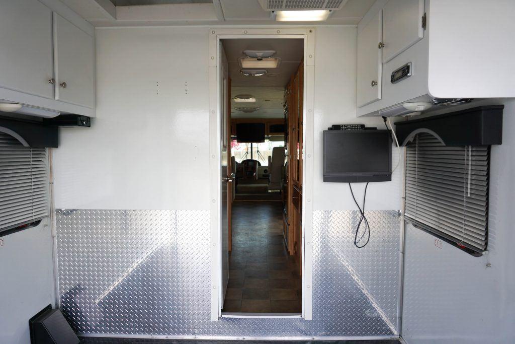 34-Windsport-Toy-Hauler-Class-A-RV-Rental-Ext-016