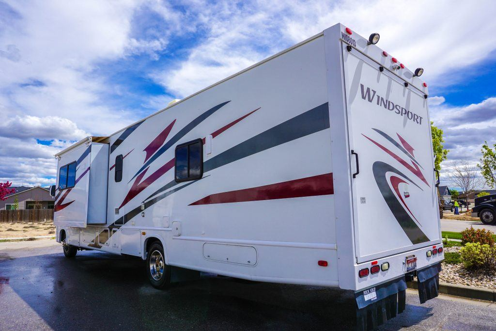 34-Windsport-Toy-Hauler-Class-A-RV-Rental-Ext-03