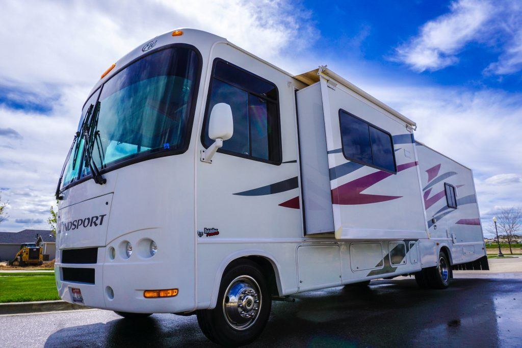 34-Windsport-Toy-Hauler-Class-A-RV-Rental-Ext-04