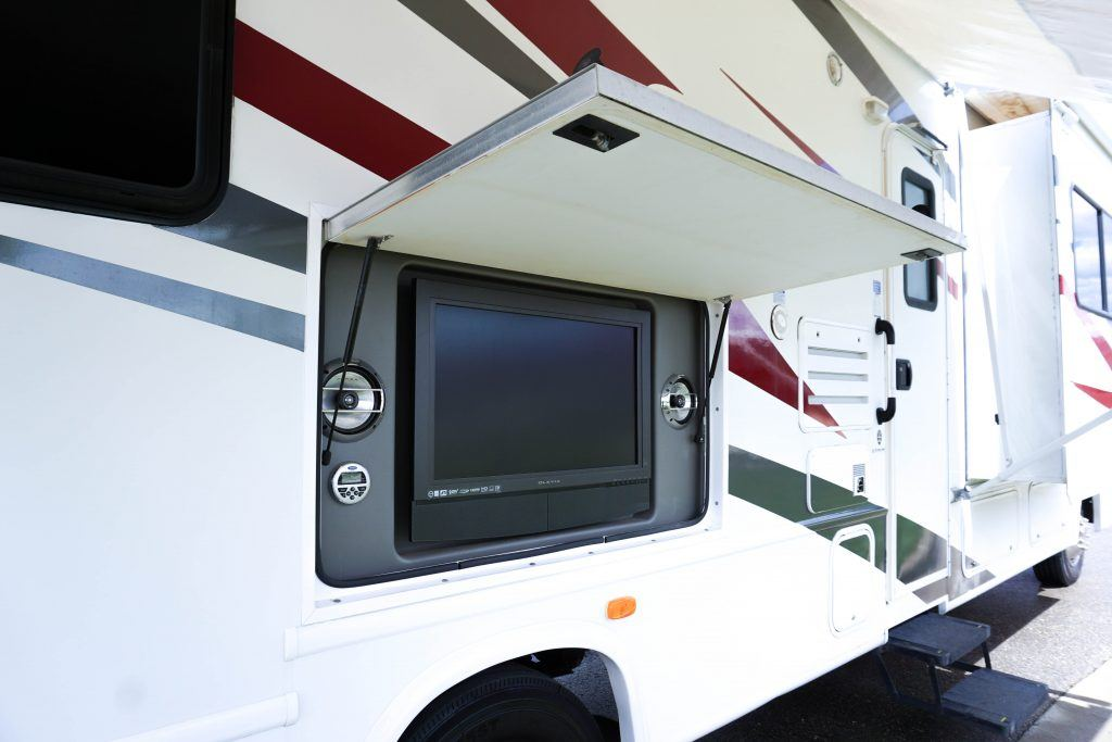34-Windsport-Toy-Hauler-Class-A-RV-Rental-Ext-05
