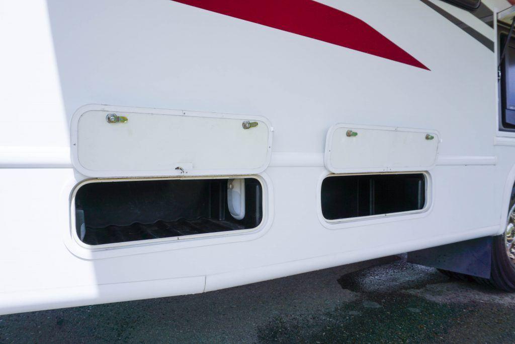 34-Windsport-Toy-Hauler-Class-A-RV-Rental-Ext-08