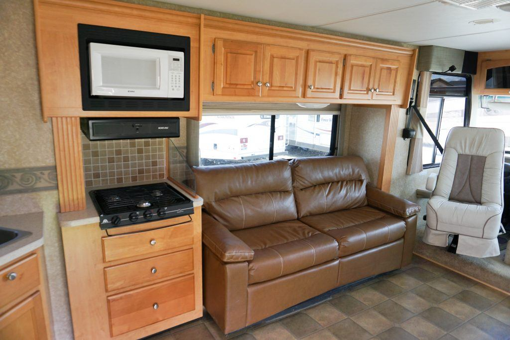 34-Windsport-Toy-Hauler-Class-A-RV-Rental-Int-01
