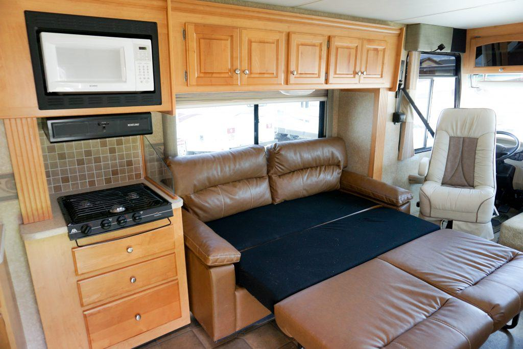 34-Windsport-Toy-Hauler-Class-A-RV-Rental-Int-011