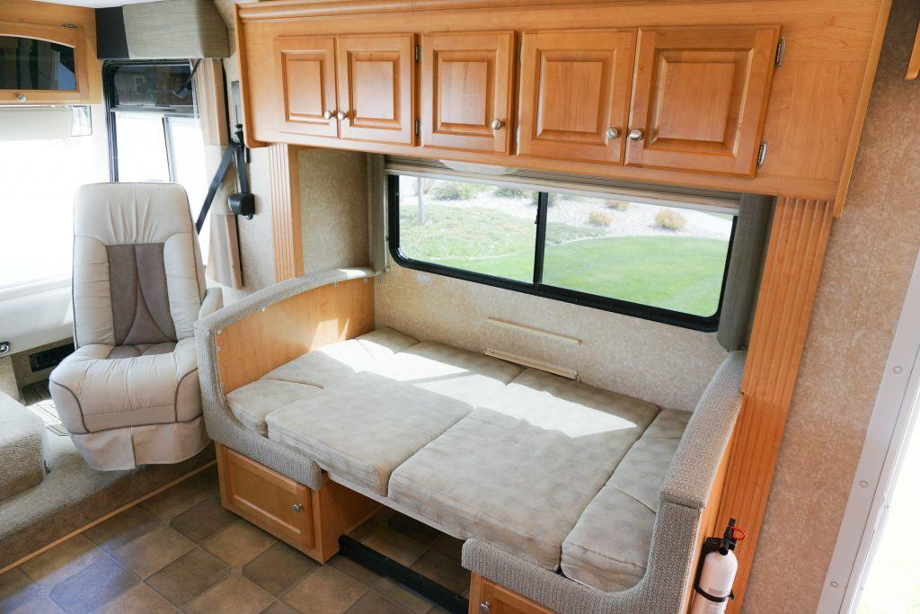34-Windsport-Toy-Hauler-Class-A-RV-Rental-Int-09