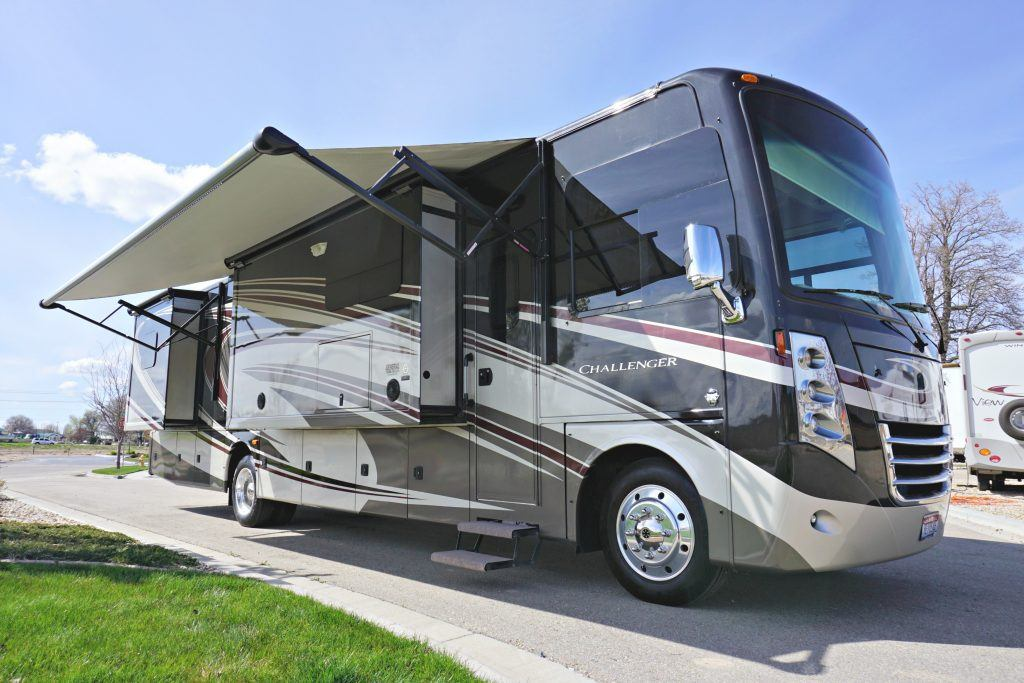 38-Thor-Challenger-Luxury-RV-Rental-Ext-01