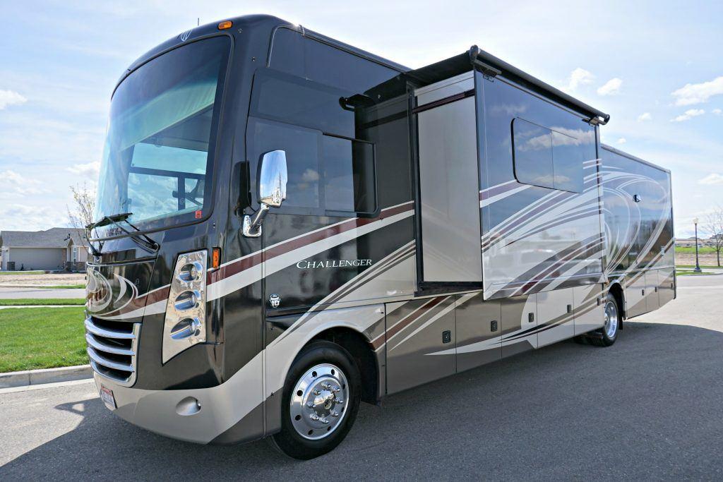 38-Thor-Challenger-Luxury-RV-Rental-Ext-02