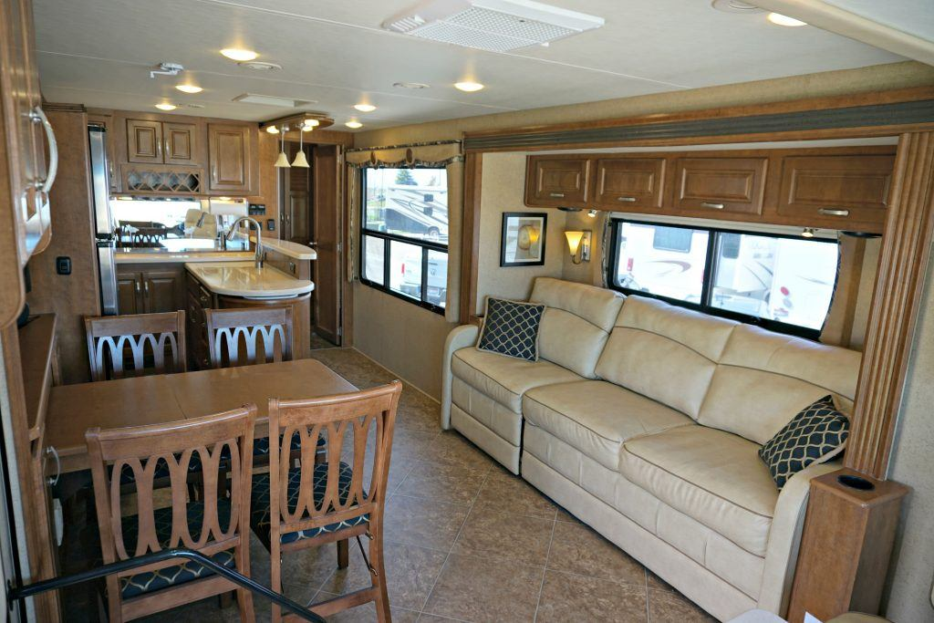 38-Thor-Challenger-Luxury-RV-Rental-Int-01
