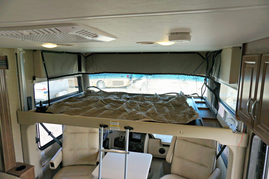 38-Thor-Challenger-Luxury-RV-Rental-Int-015