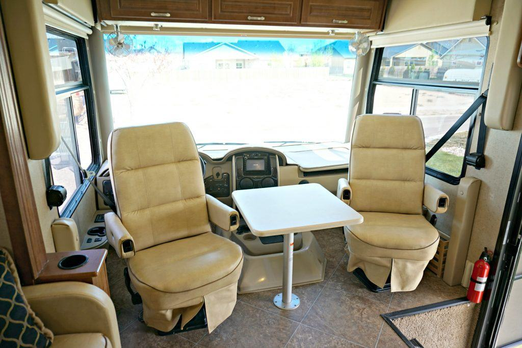 38-Thor-Challenger-Luxury-RV-Rental-Int-06
